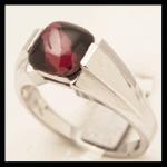 14KW Sqr-Cut Cabochon Rhodolite Garnet Ring